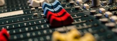 audio-519575_640